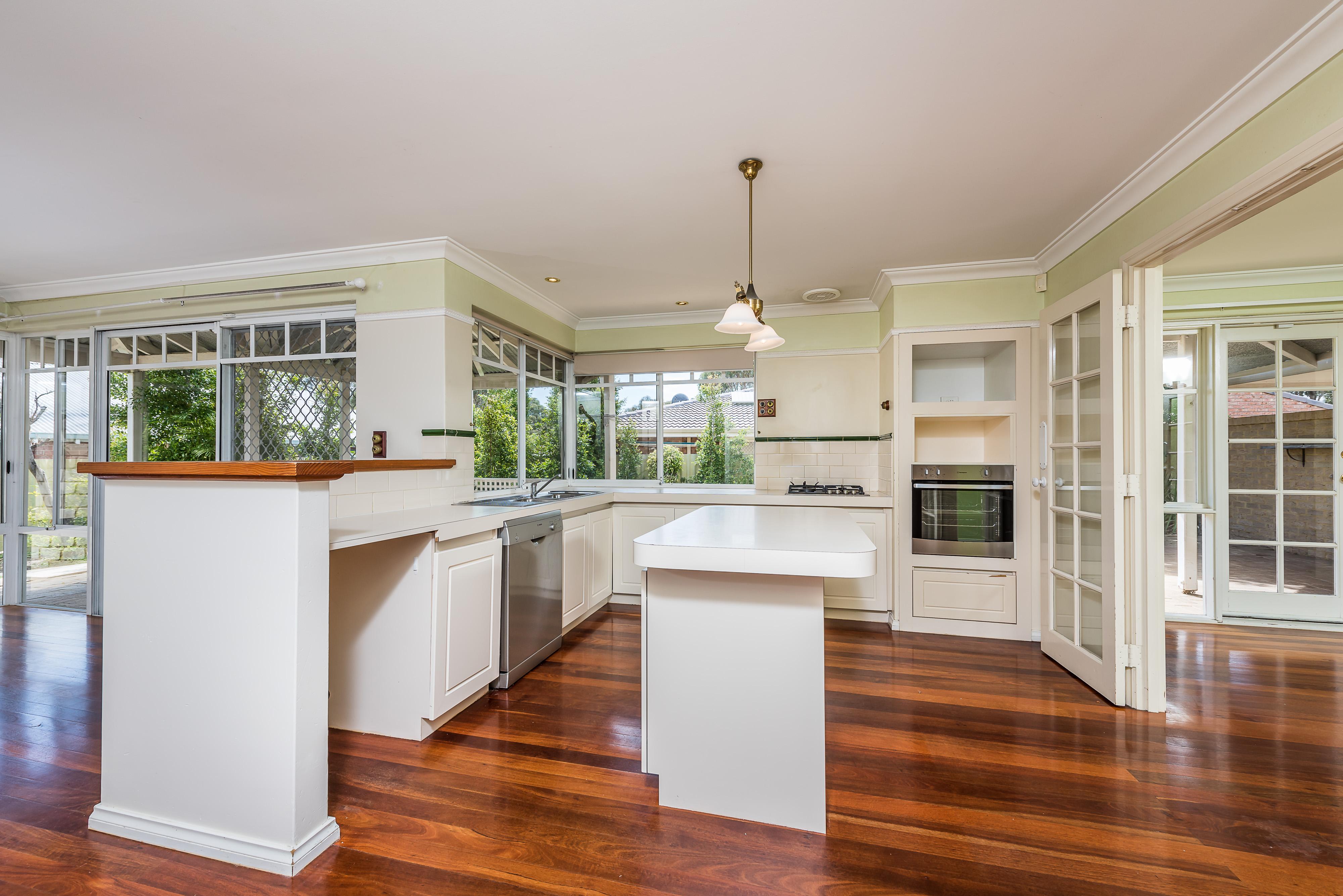 https://propertyphotos.vaultre.com.au/835/16599034__1608082527-25209-15-56CharoniaRoad.jpg
