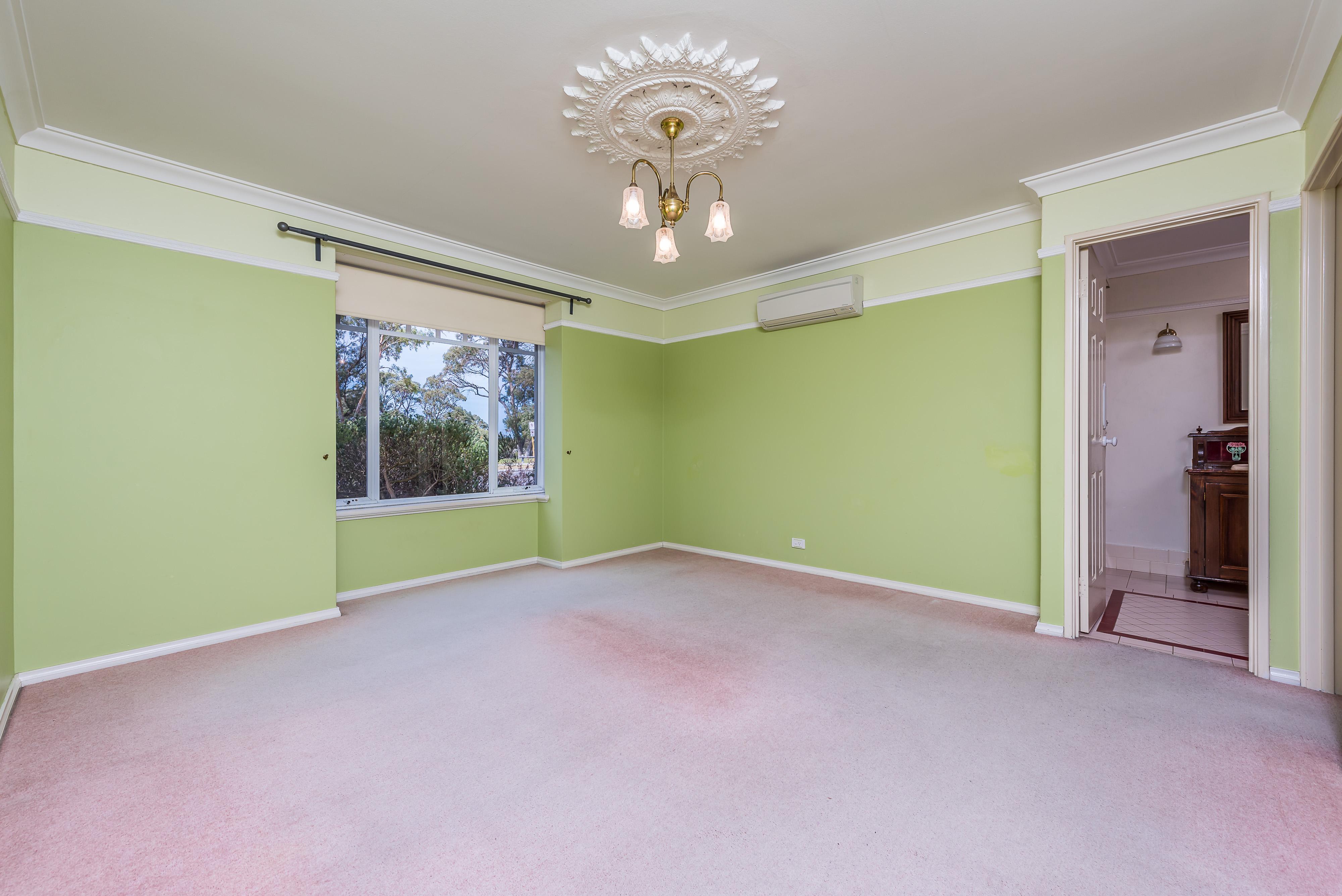 https://propertyphotos.vaultre.com.au/835/16599044__1608082555-18513-04-56CharoniaRoad.jpg