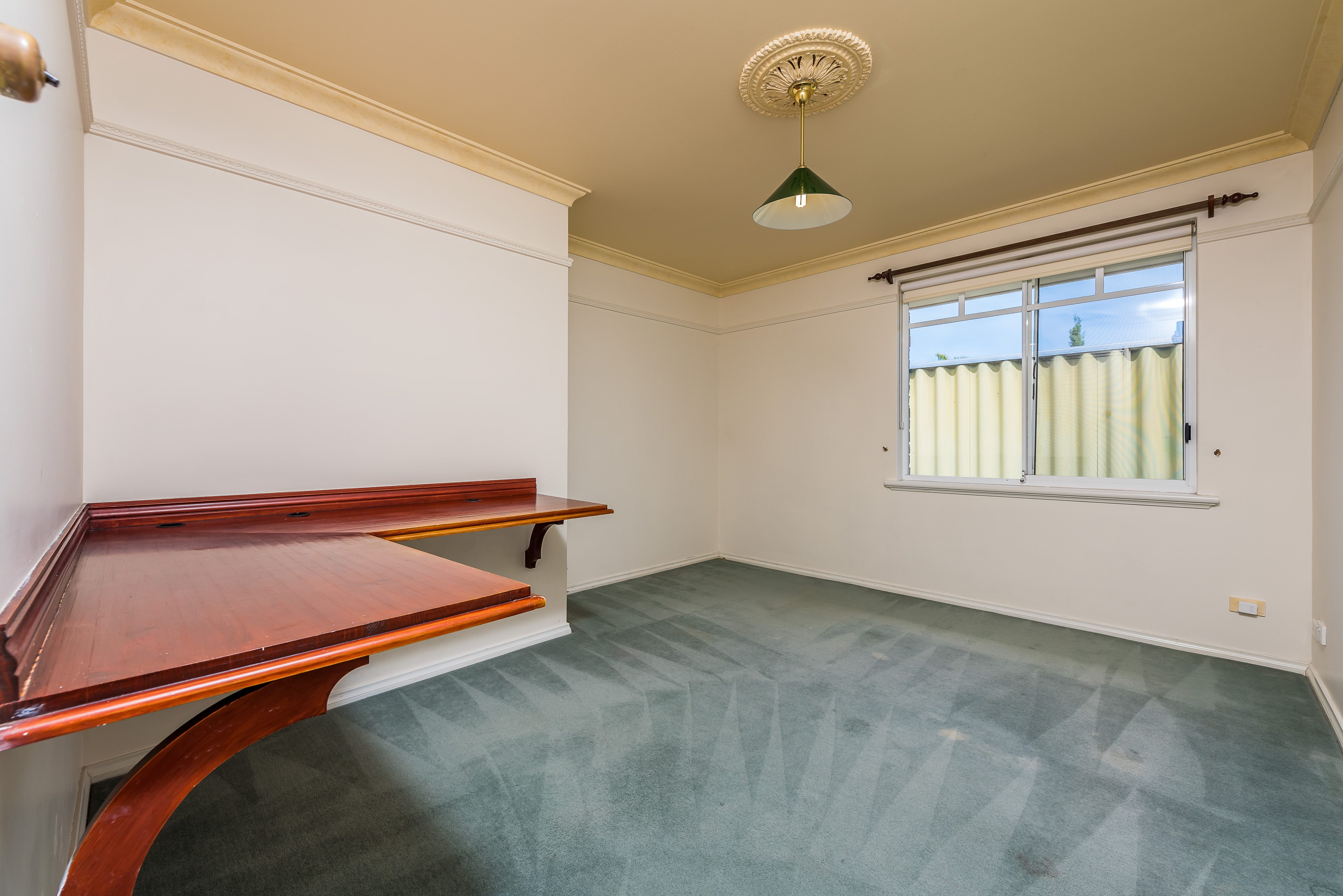 https://propertyphotos.vaultre.com.au/835/16599046__1608082559-4798-06-56CharoniaRoad.jpg