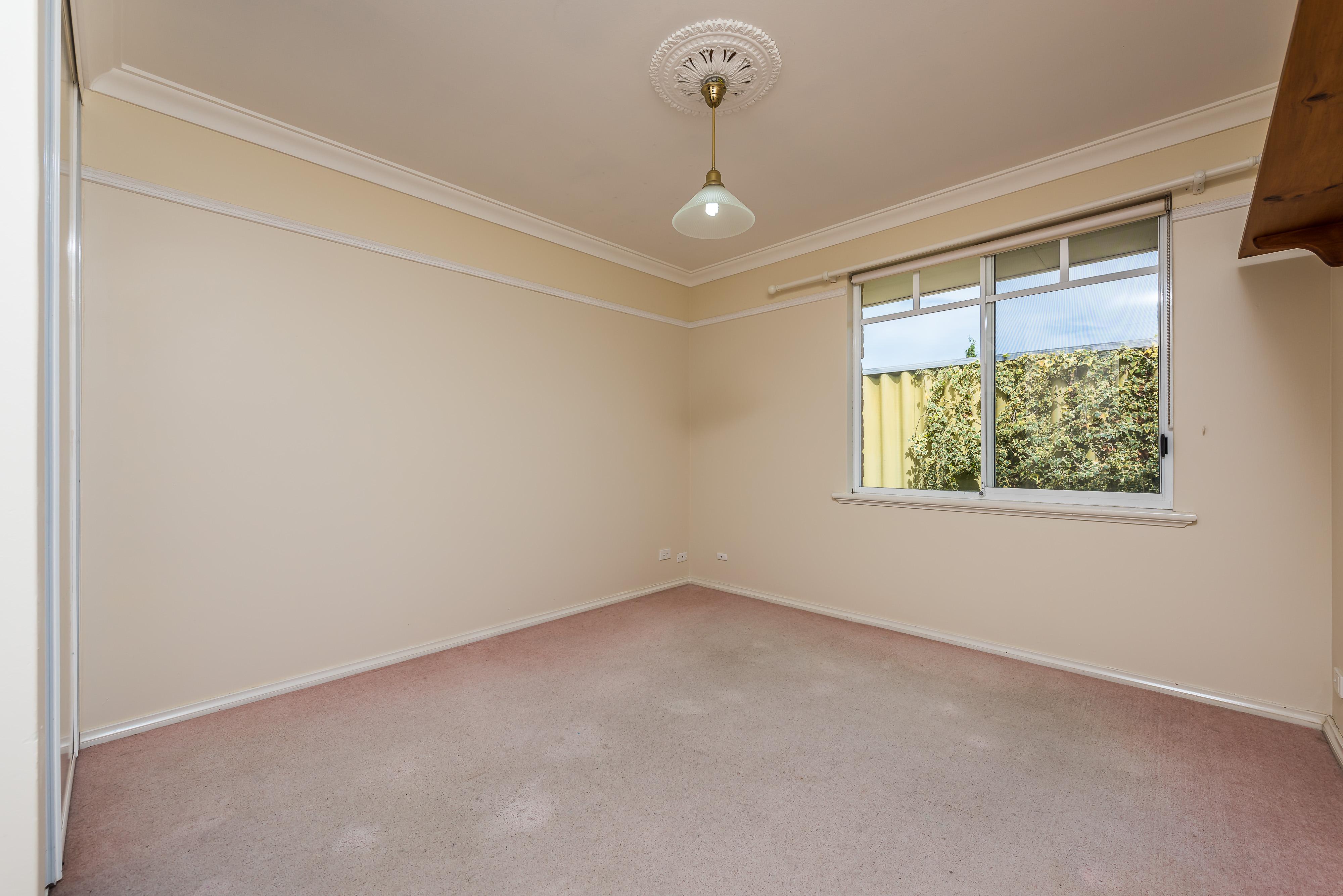 https://propertyphotos.vaultre.com.au/835/16599047__1608082560-2073-07-56CharoniaRoad.jpg