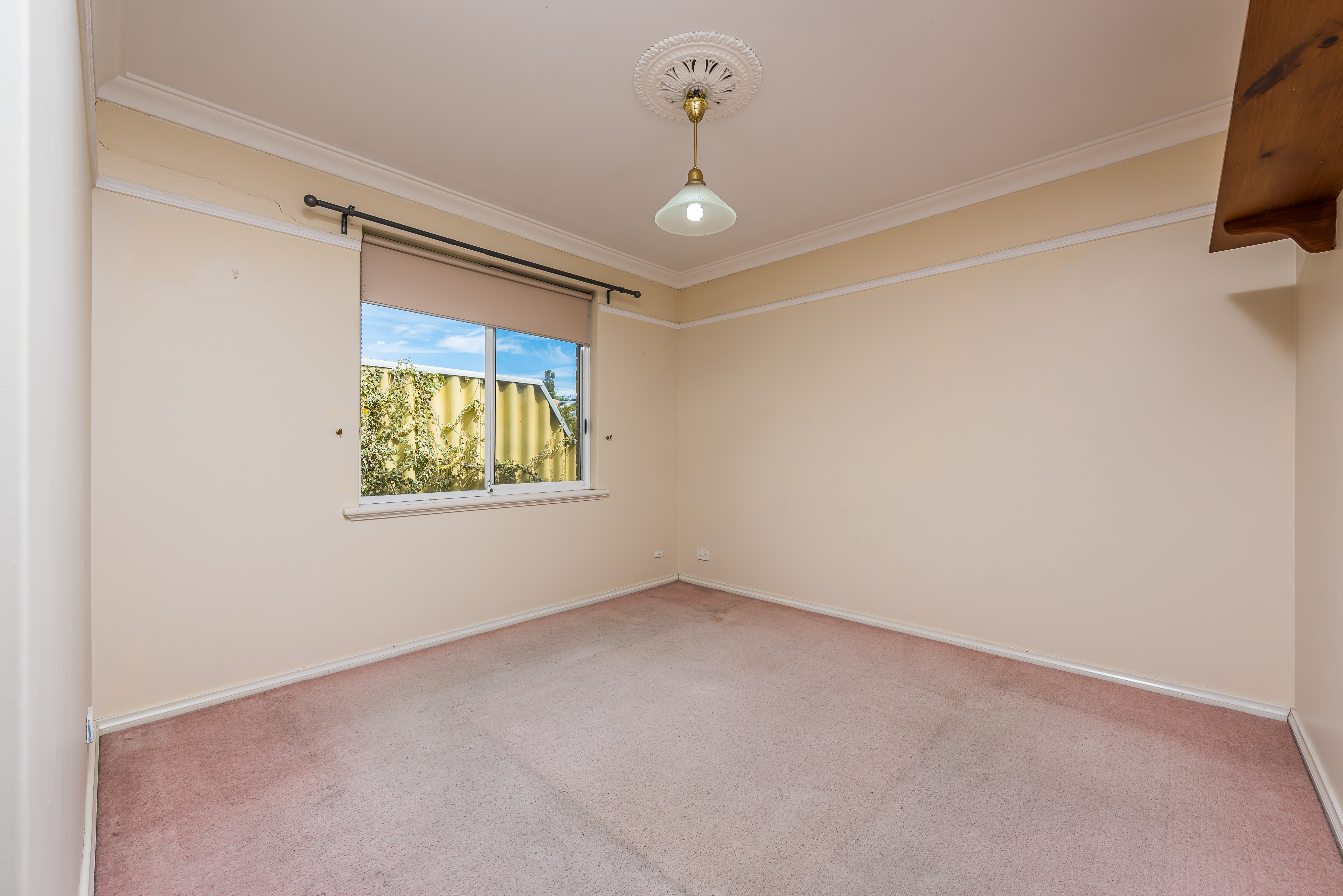 https://propertyphotos.vaultre.com.au/835/16599048__1608082561-18544-08-56CharoniaRoad.jpg