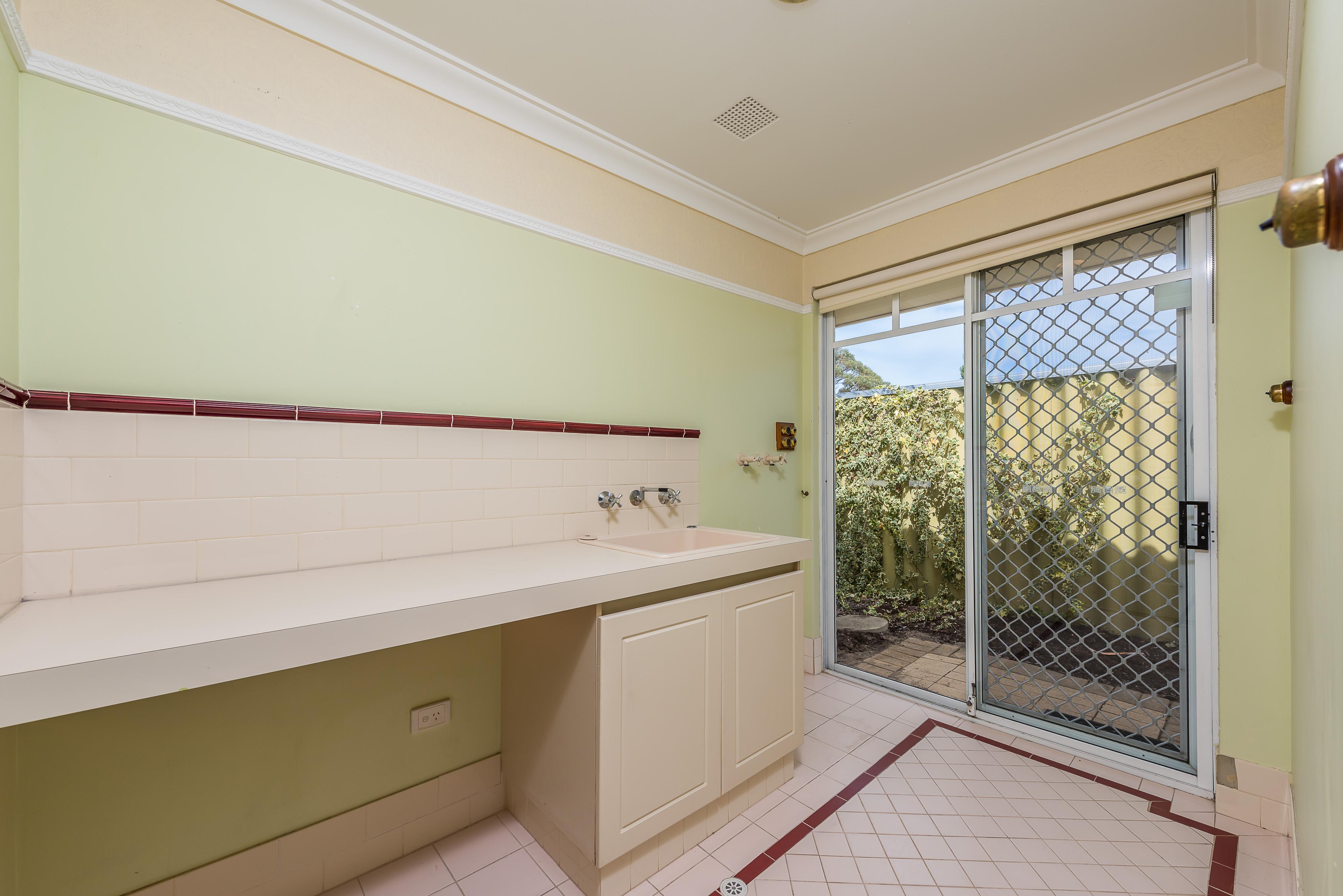 https://propertyphotos.vaultre.com.au/835/16599050__1608082564-2091-10-56CharoniaRoad.jpg