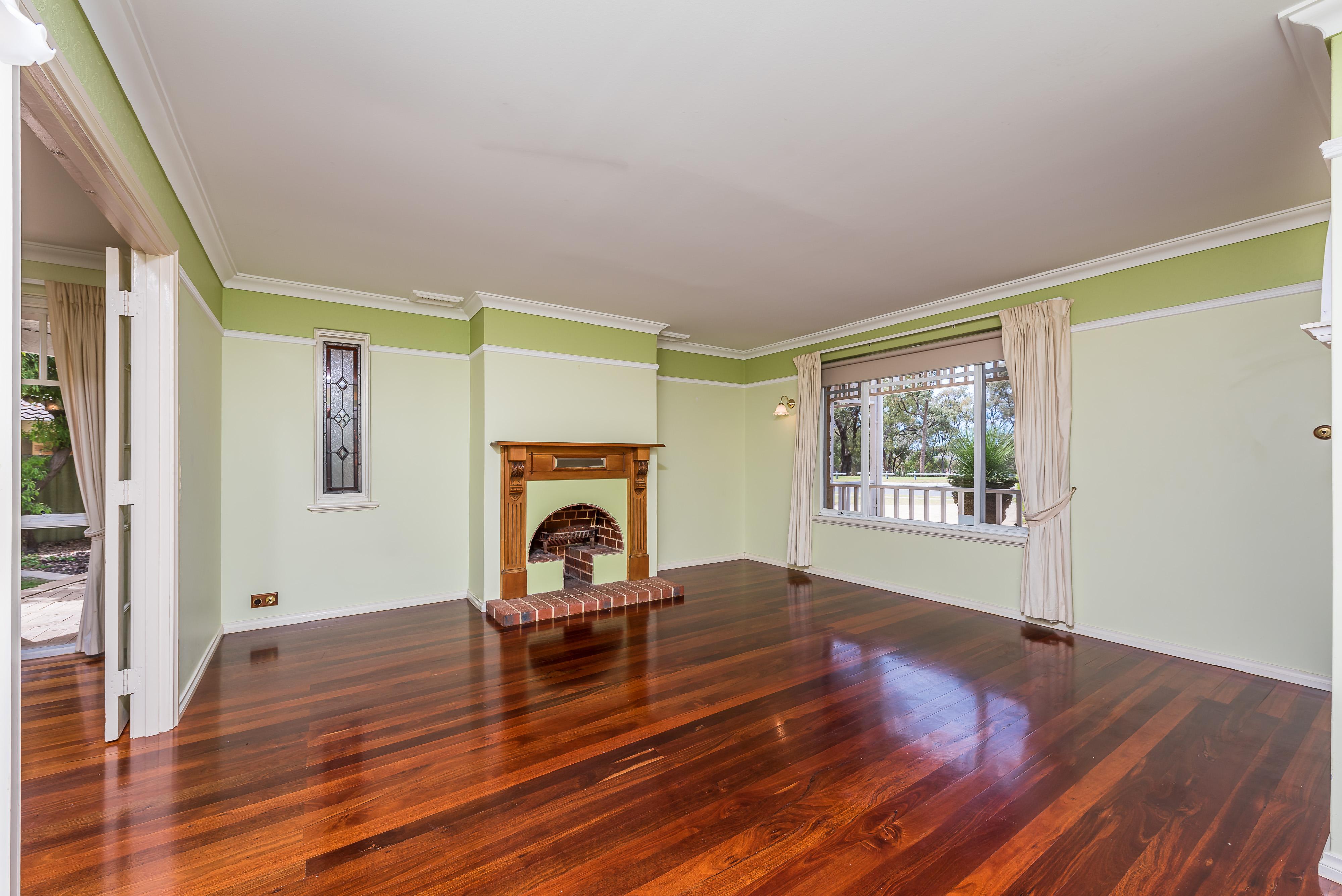 https://propertyphotos.vaultre.com.au/835/16599051__1608082566-4836-11-56CharoniaRoad.jpg