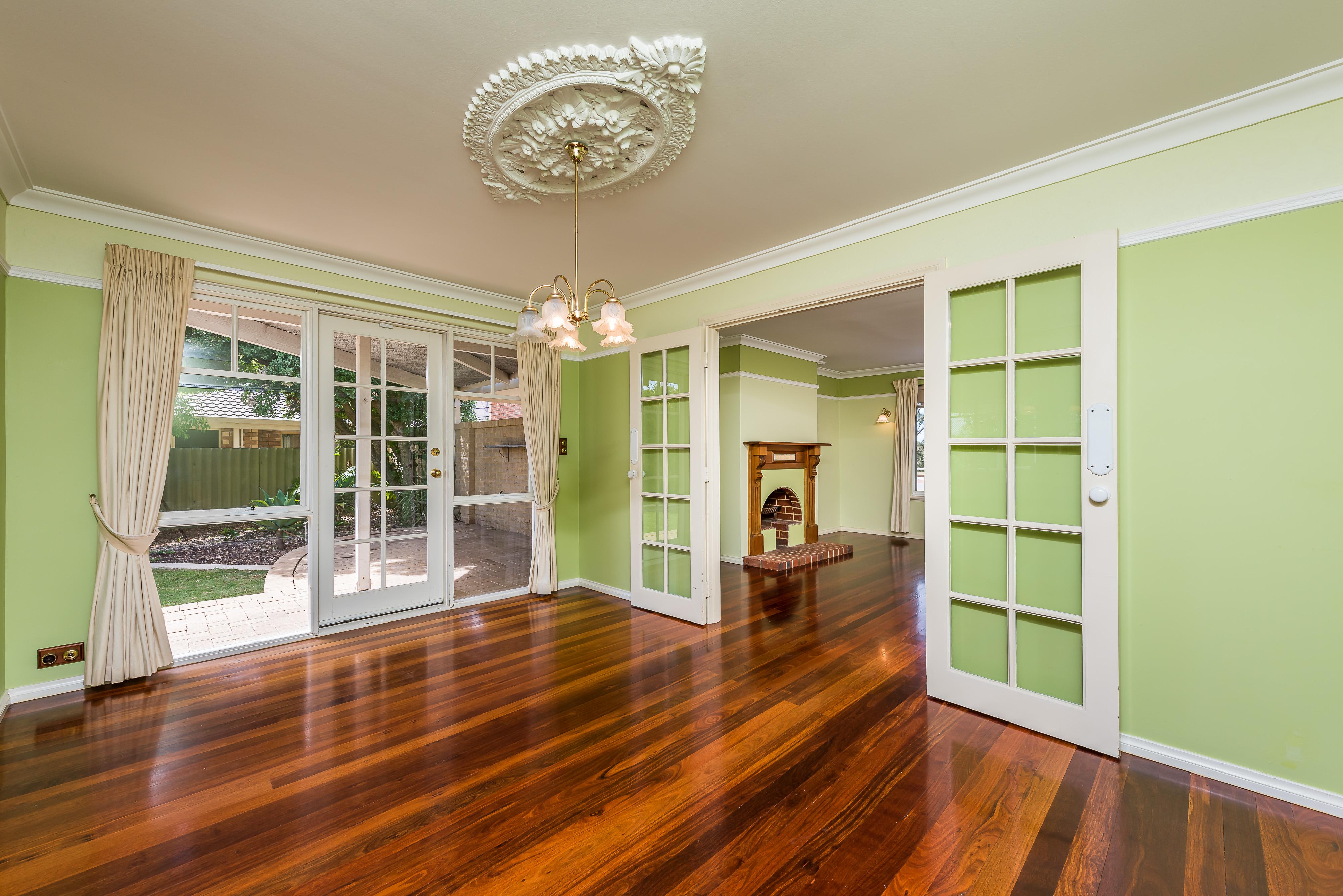 https://propertyphotos.vaultre.com.au/835/16599052__1608082569-14279-12-56CharoniaRoad.jpg