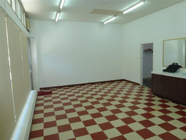 https://propertyphotos.vaultre.com.au/835/16637719__1608169884-3704-P1010102Small.JPG