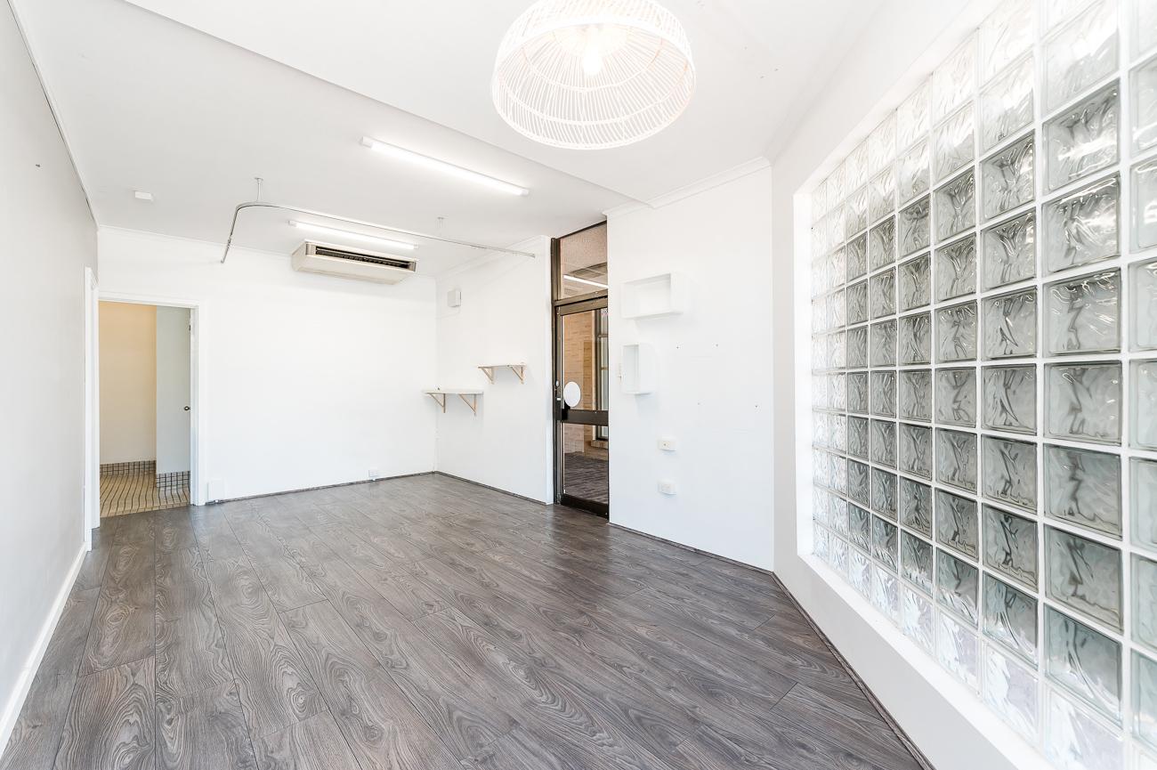 https://propertyphotos.vaultre.com.au/835/16740916__1608600275-23130-1791CanningHighwayApplecross-13.jpg