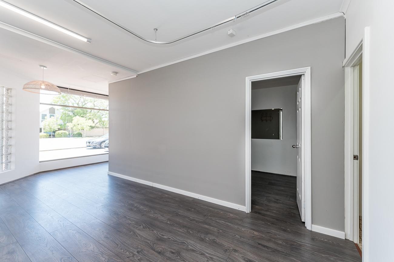 https://propertyphotos.vaultre.com.au/835/16740955__1608600331-23397-1791CanningHighwayApplecross-12.jpg