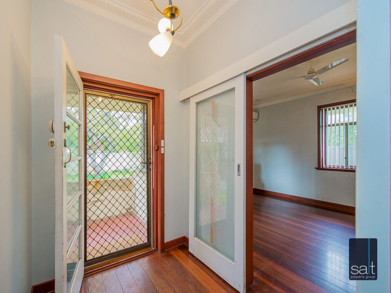 https://propertyphotos.vaultre.com.au/835/16751866__1608701580-7018-77ReynoldsRdMtPleasant-7.jpg