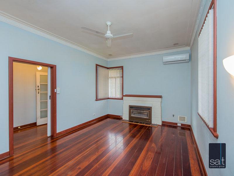 https://propertyphotos.vaultre.com.au/835/16751867__1608701581-31144-77ReynoldsRdMtPleasant-8.jpg