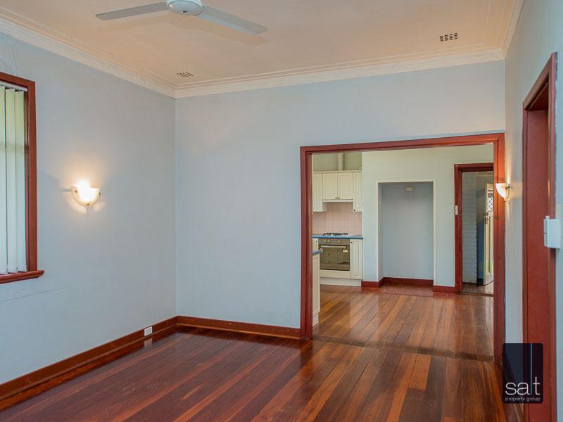 https://propertyphotos.vaultre.com.au/835/16751868__1608701582-27308-77ReynoldsRdMtPleasant-9.jpg