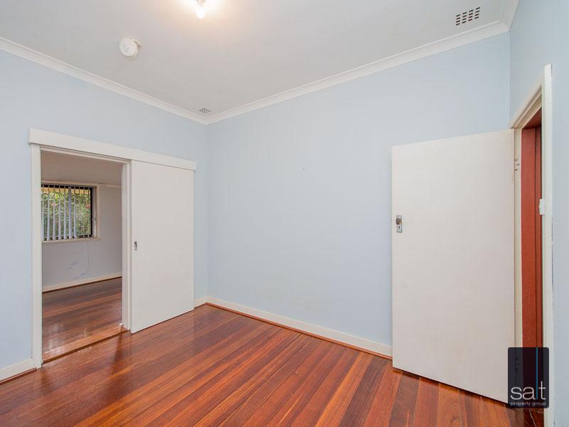 https://propertyphotos.vaultre.com.au/835/16751874__1608701589-9448-77ReynoldsRdMtPleasant-15.jpg