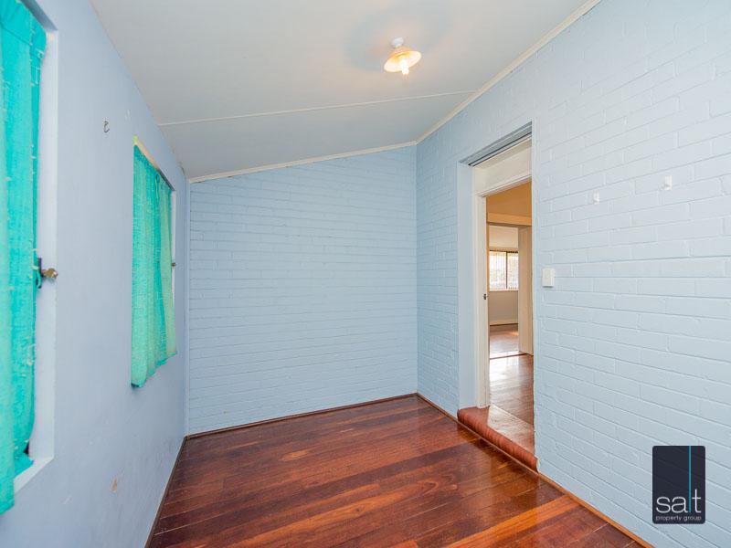 https://propertyphotos.vaultre.com.au/835/16751885__1608701592-7054-77ReynoldsRdMtPleasant-18.jpg
