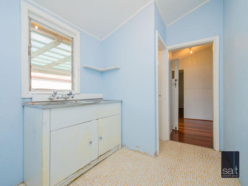 https://propertyphotos.vaultre.com.au/835/16751888__1608701595-27088-77ReynoldsRdMtPleasant-20.jpg