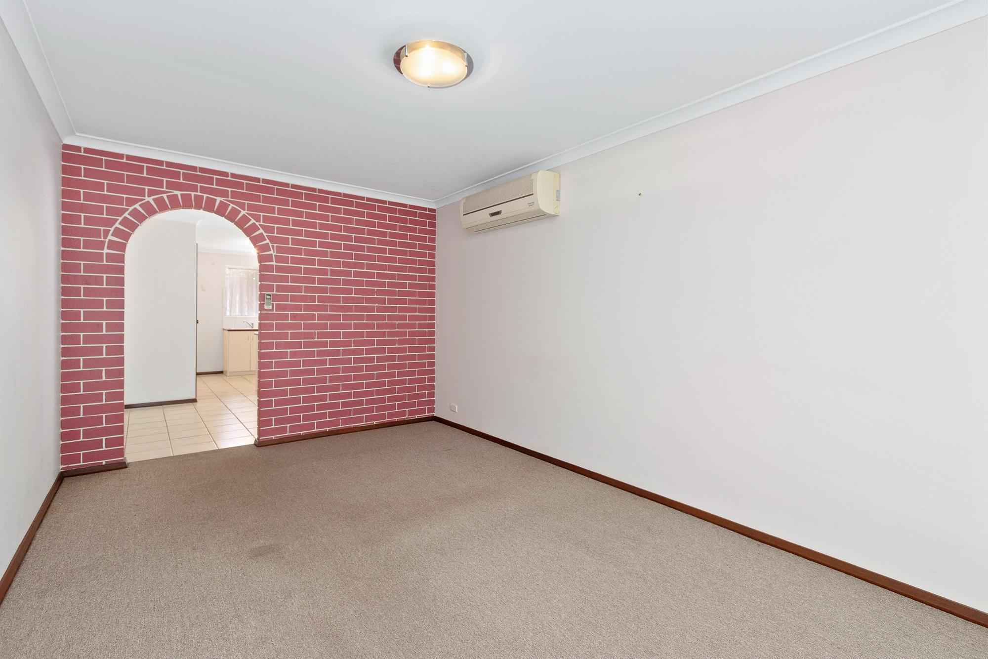 https://propertyphotos.vaultre.com.au/835/16760366__1609208638-29590-IMG0001.jpg