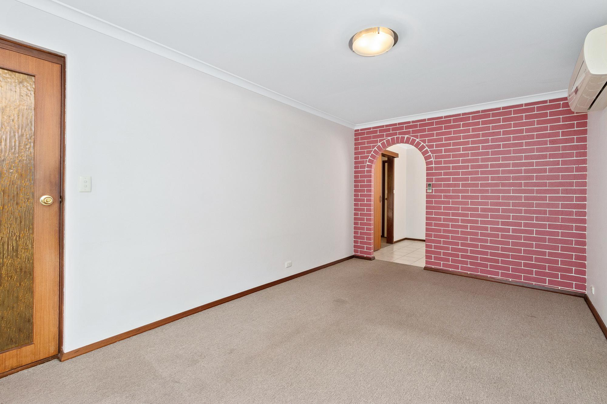 https://propertyphotos.vaultre.com.au/835/16760367__1609208640-14955-IMG0004.jpg
