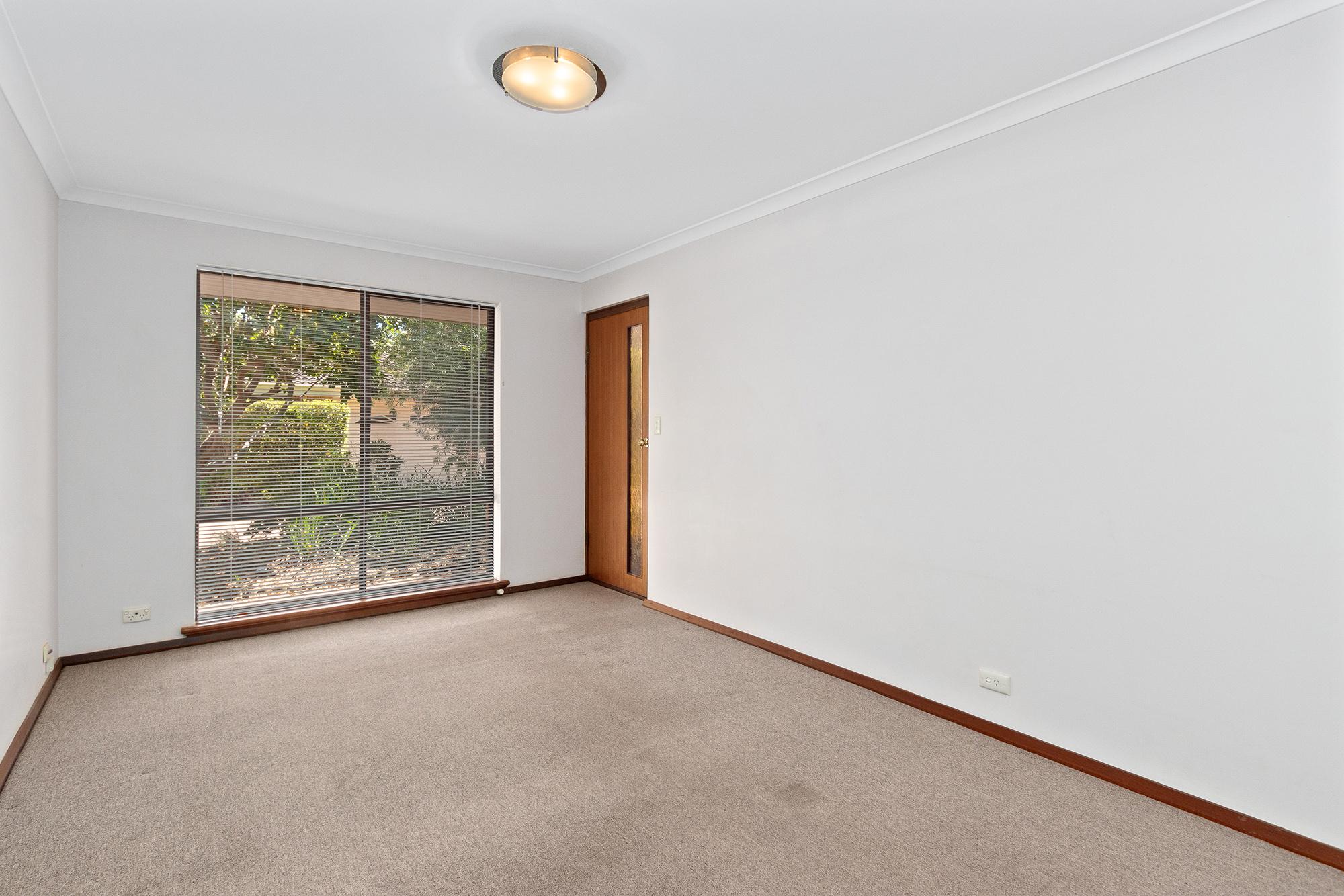 https://propertyphotos.vaultre.com.au/835/16760368__1609208642-18194-IMG0005.jpg