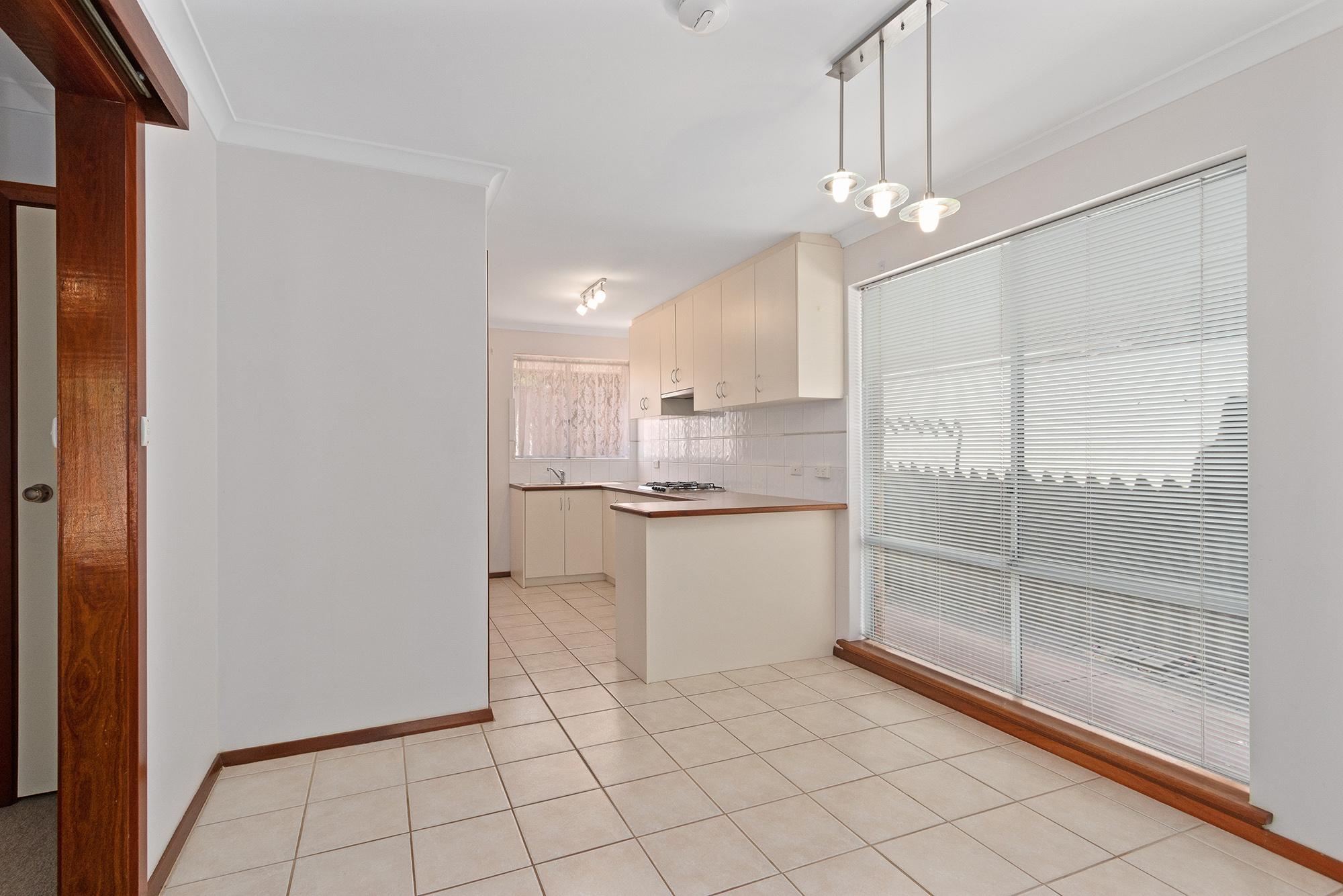 https://propertyphotos.vaultre.com.au/835/16760369__1609208643-2987-IMG0009.jpg