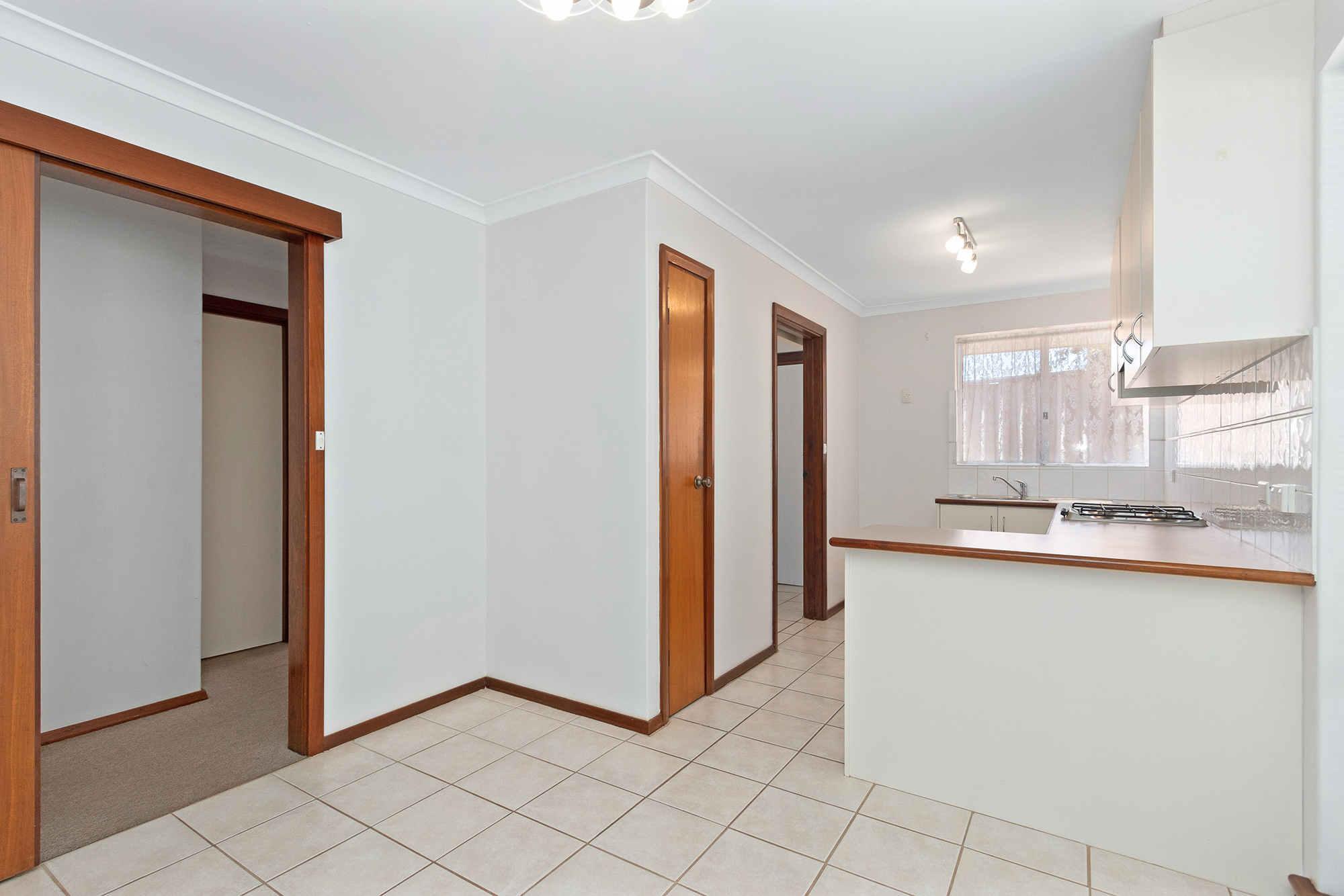 https://propertyphotos.vaultre.com.au/835/16760370__1609208645-23757-IMG0012.jpg