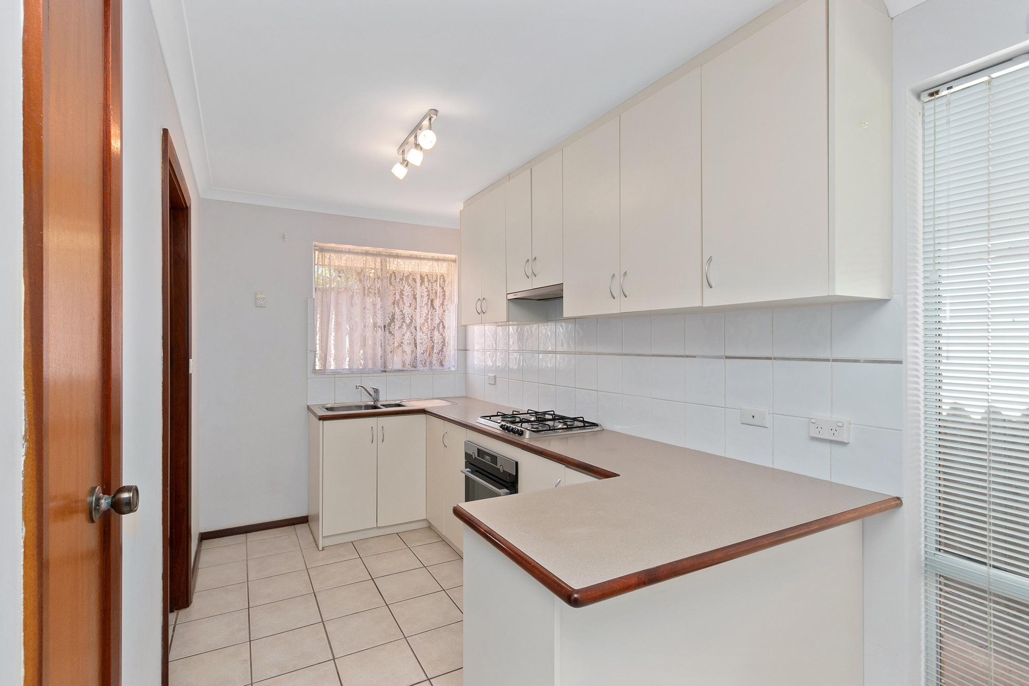 https://propertyphotos.vaultre.com.au/835/16760371__1609208646-14983-IMG0013.jpg
