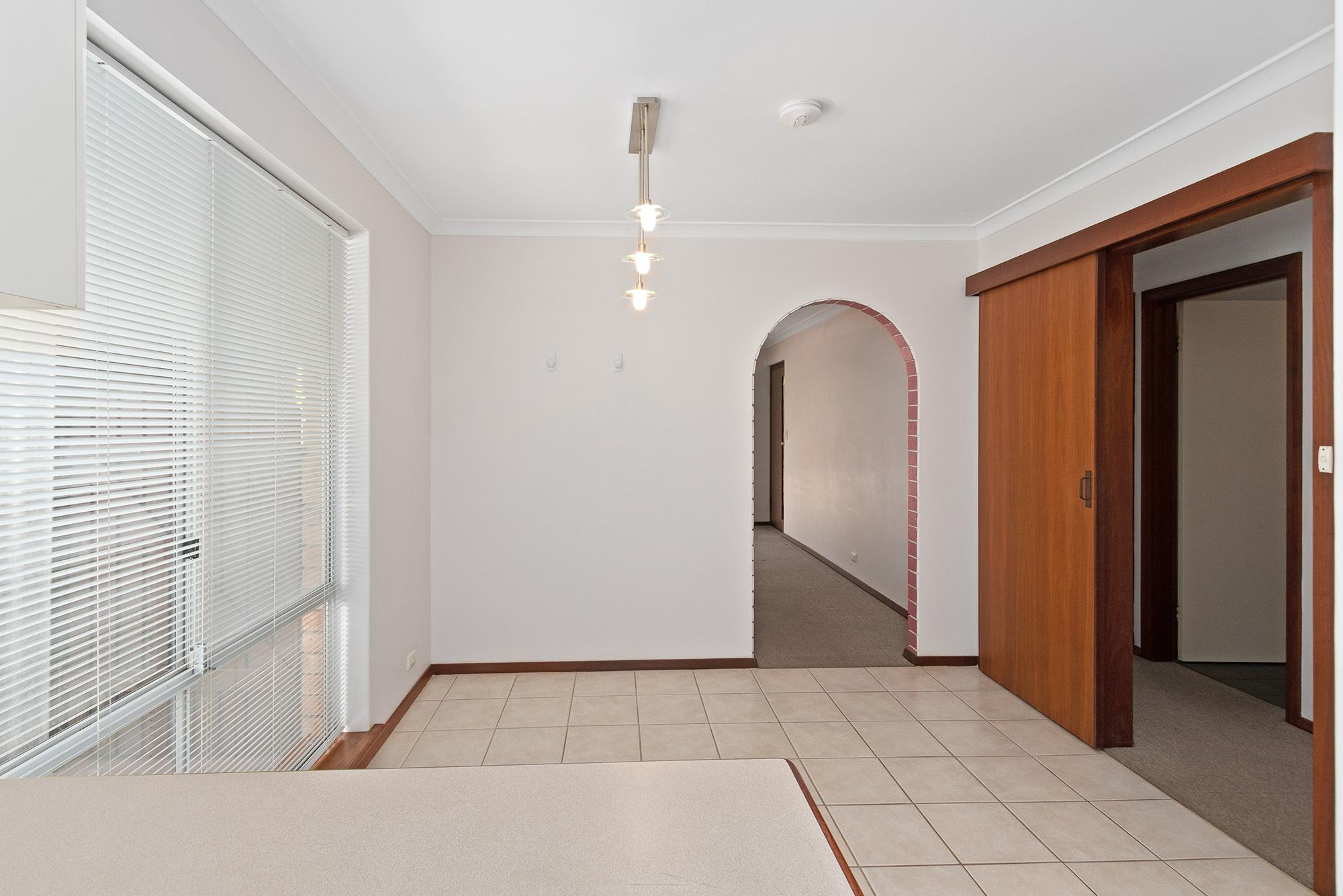 https://propertyphotos.vaultre.com.au/835/16760373__1609208648-18226-IMG0017.jpg