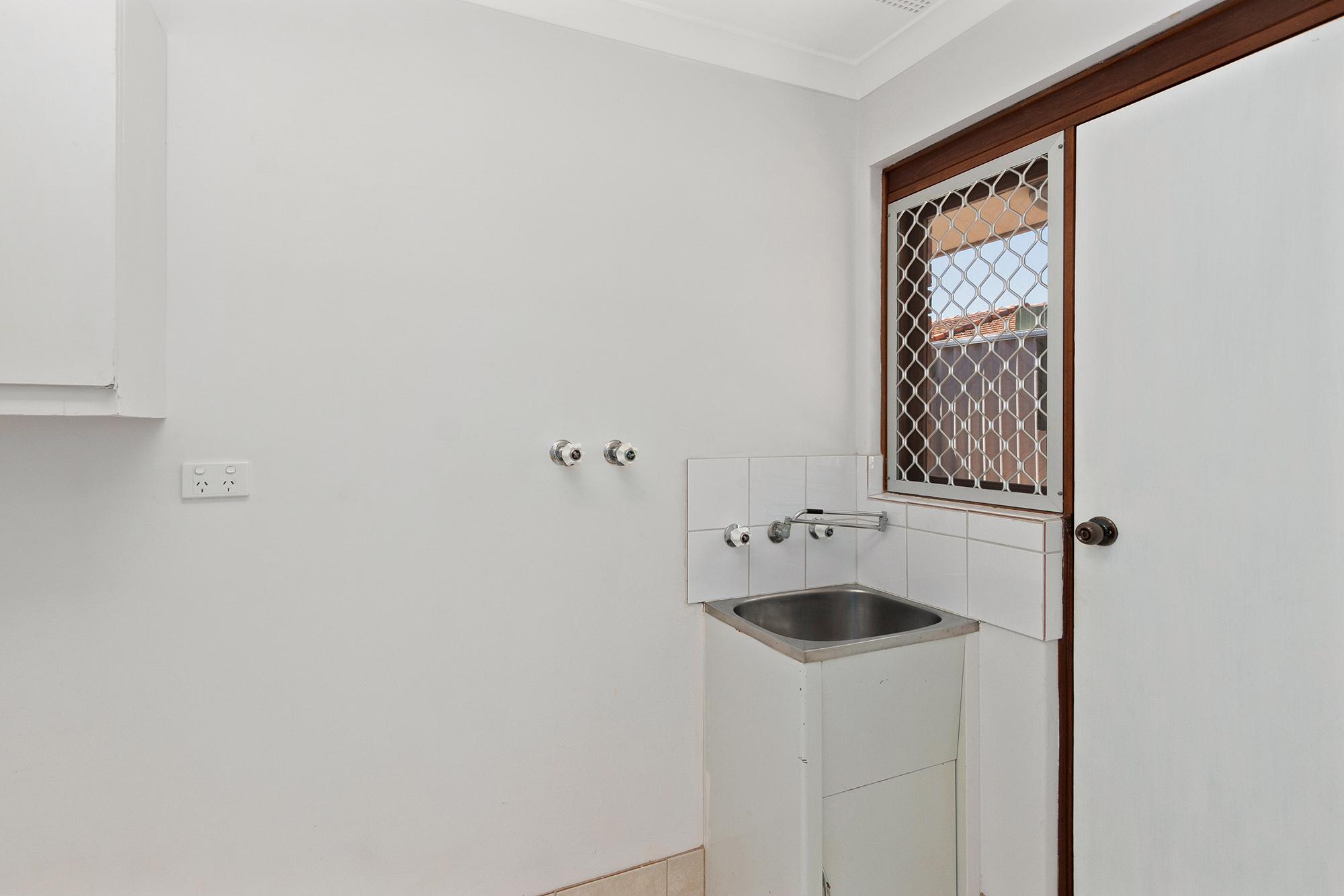 https://propertyphotos.vaultre.com.au/835/16760374__1609208649-3010-IMG0021.jpg
