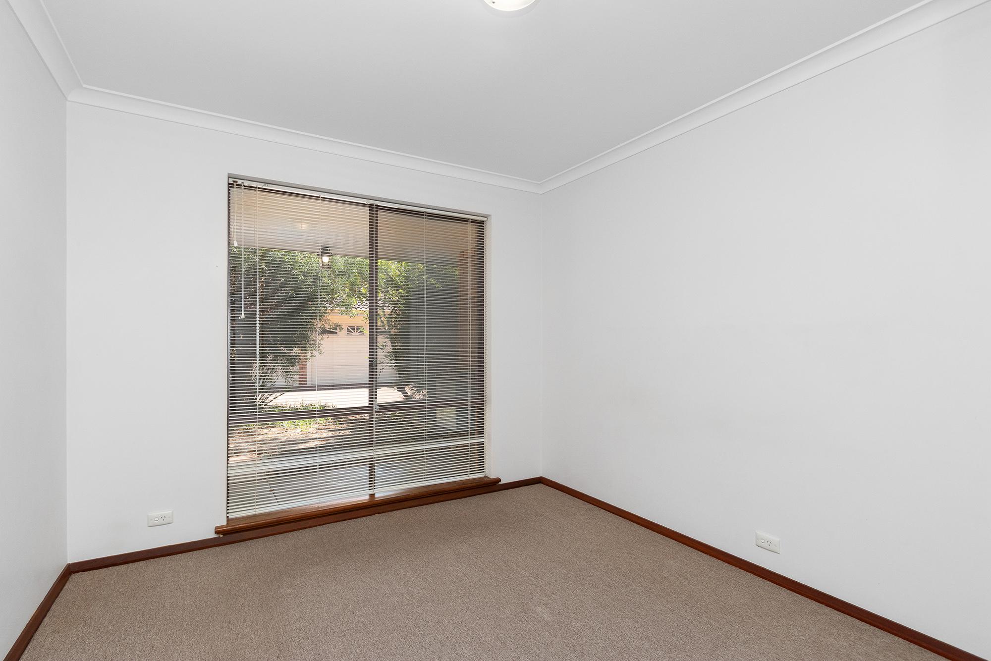 https://propertyphotos.vaultre.com.au/835/16760375__1609208650-23778-IMG0022.jpg
