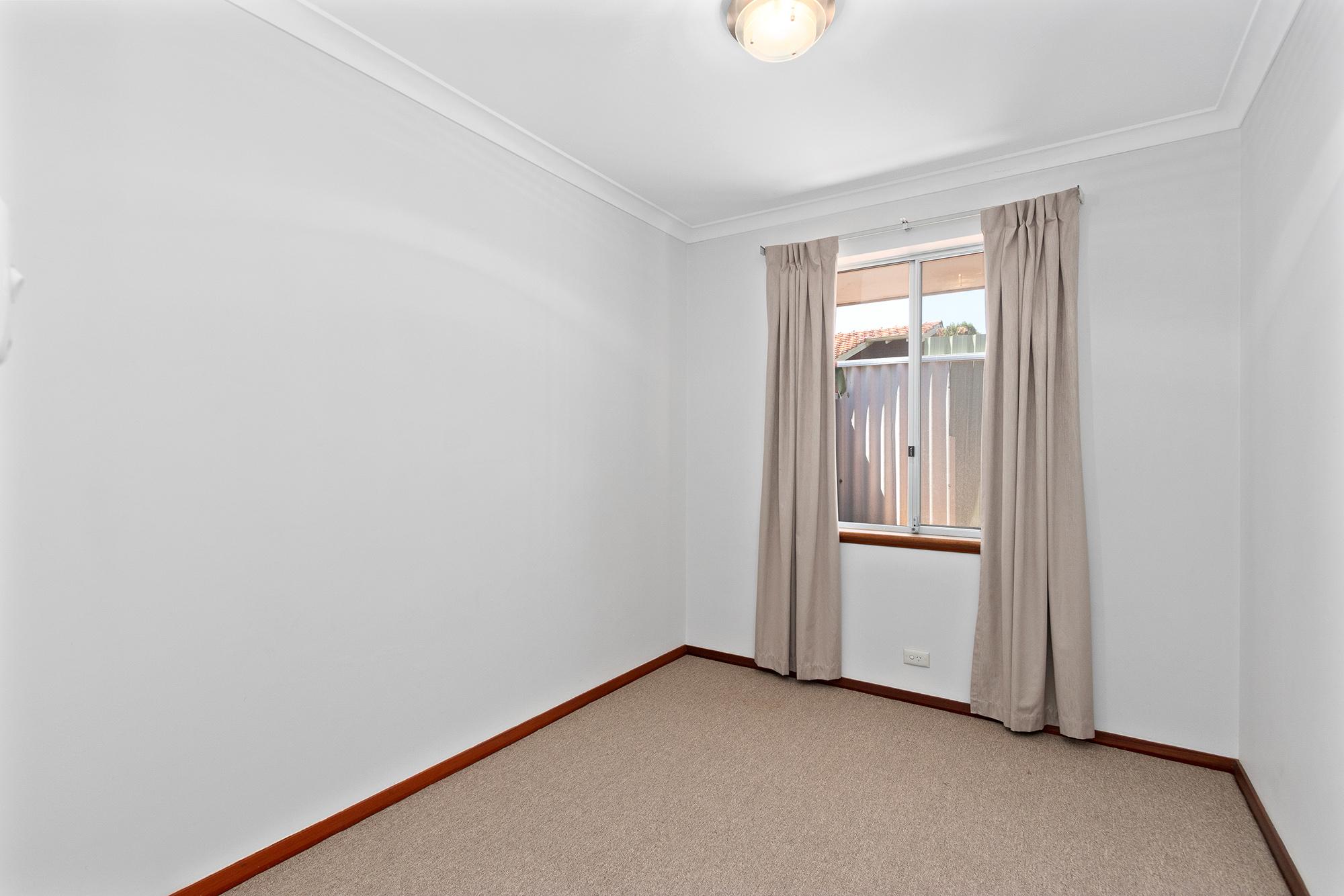https://propertyphotos.vaultre.com.au/835/16760377__1609208652-29655-IMG0026.jpg