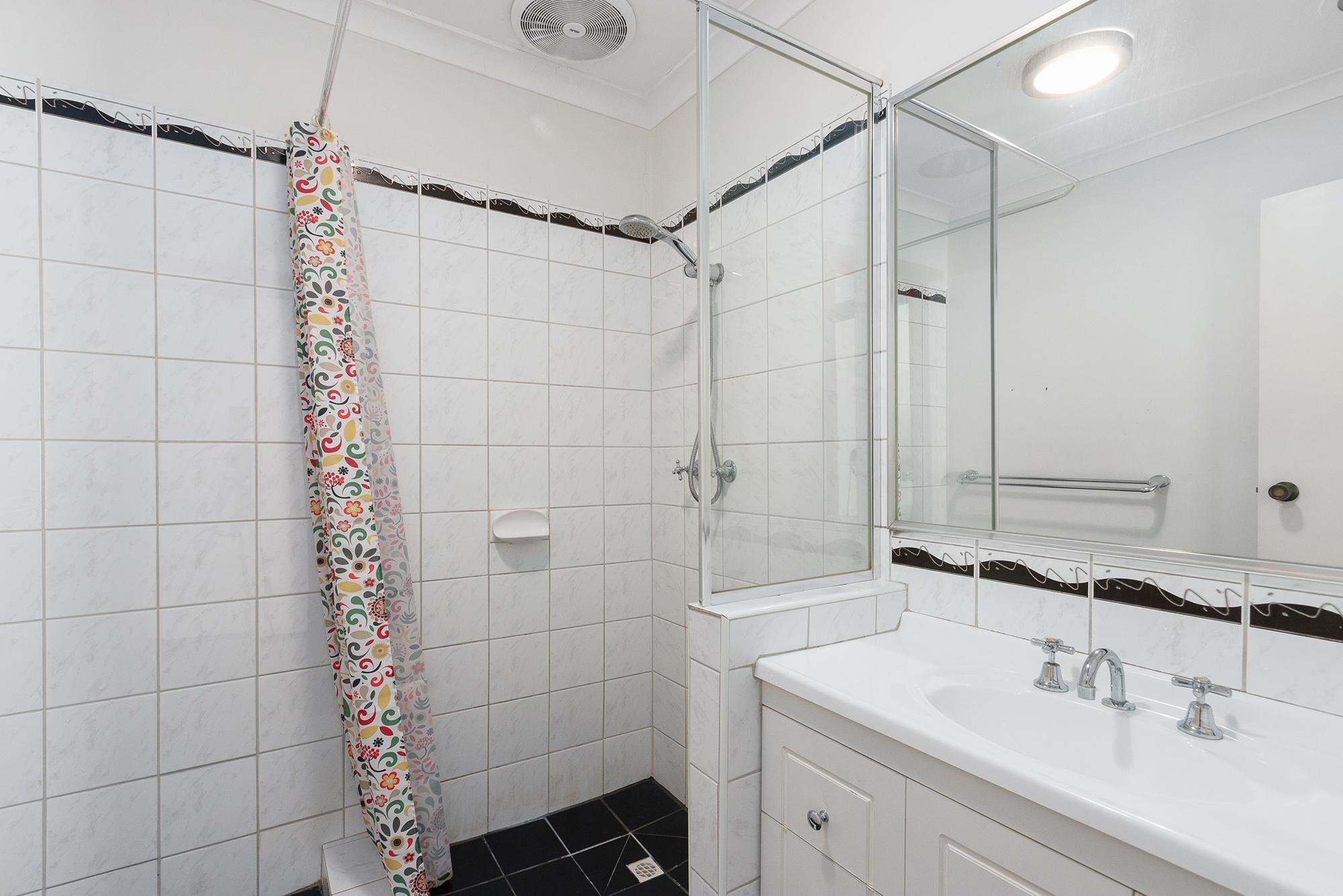 https://propertyphotos.vaultre.com.au/835/16760378__1609208653-15010-IMG0028.jpg