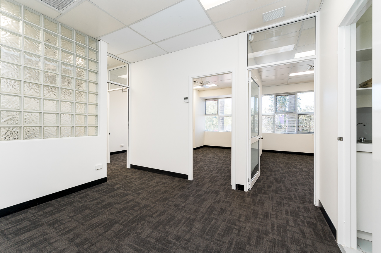 https://propertyphotos.vaultre.com.au/835/16966311__1610092816-16408-Address-80.jpg