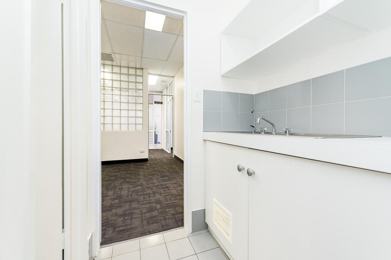 https://propertyphotos.vaultre.com.au/835/16966313__1610092818-15438-Address-82.jpg