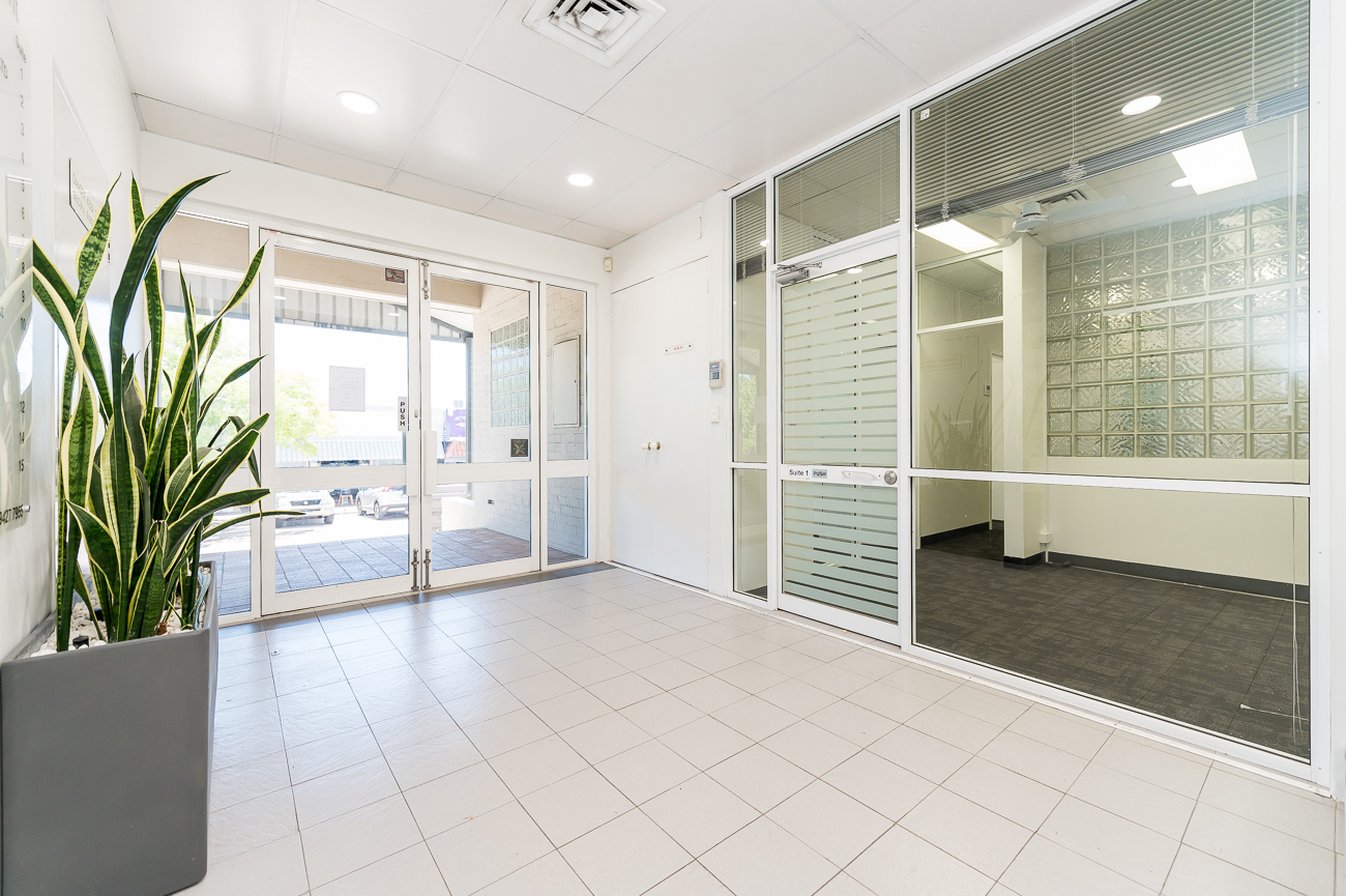 https://propertyphotos.vaultre.com.au/835/16966316__1610092820-22068-Address-72.jpg