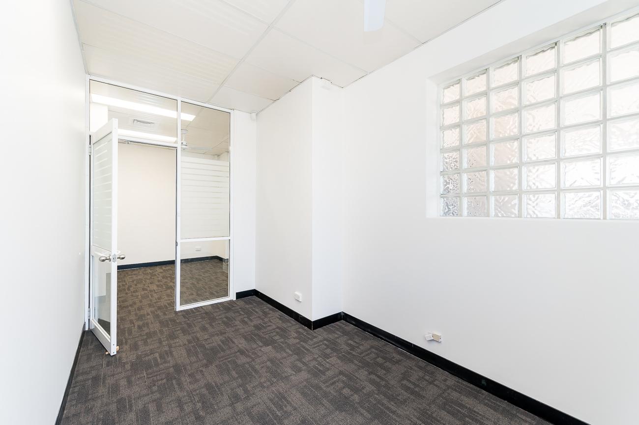 https://propertyphotos.vaultre.com.au/835/16966324__1610092824-15453-Address-76.jpg