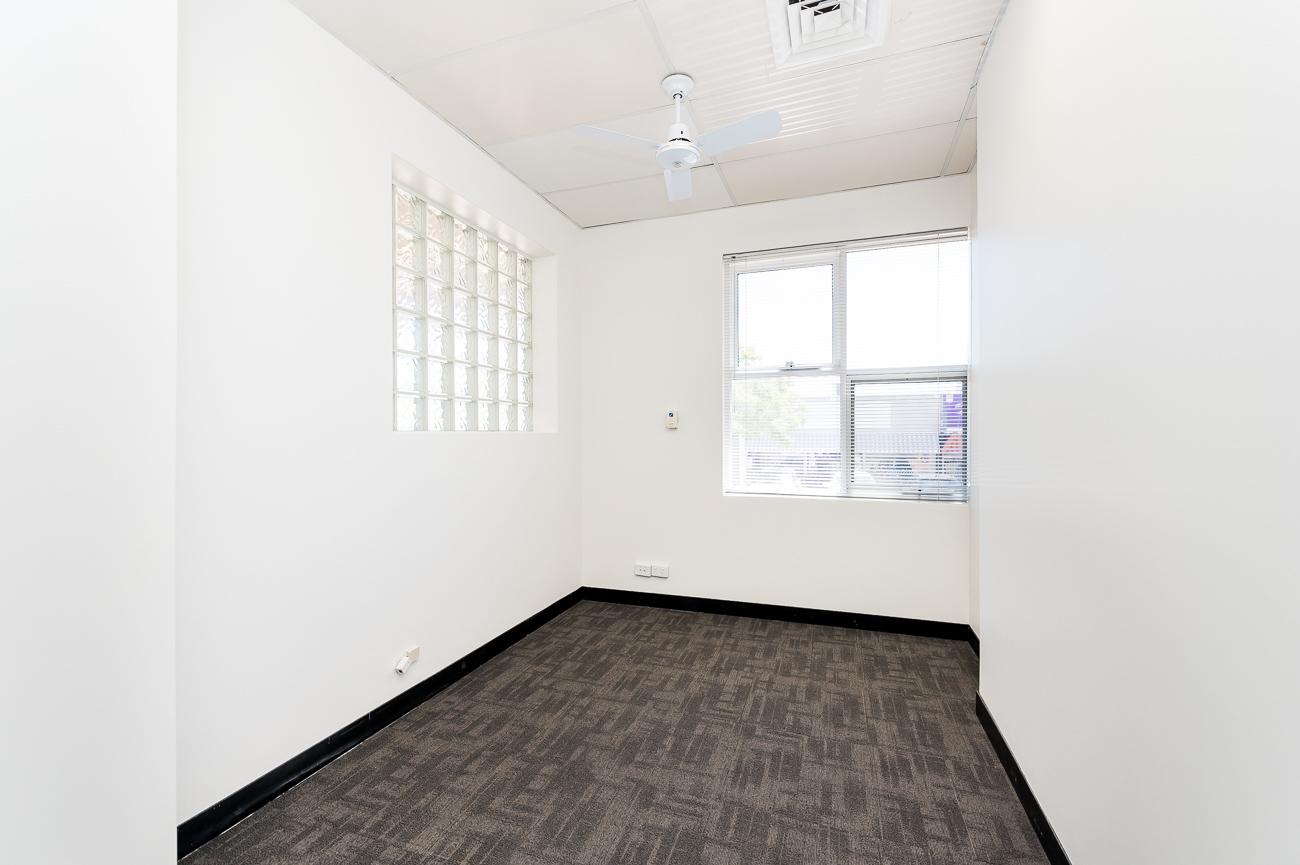 https://propertyphotos.vaultre.com.au/835/16966326__1610092825-11374-Address-77.jpg