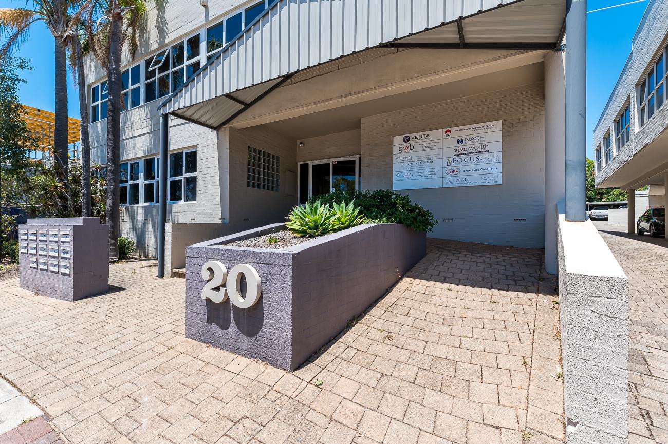 https://propertyphotos.vaultre.com.au/835/16966331__1610092829-15468-Address-56.jpg