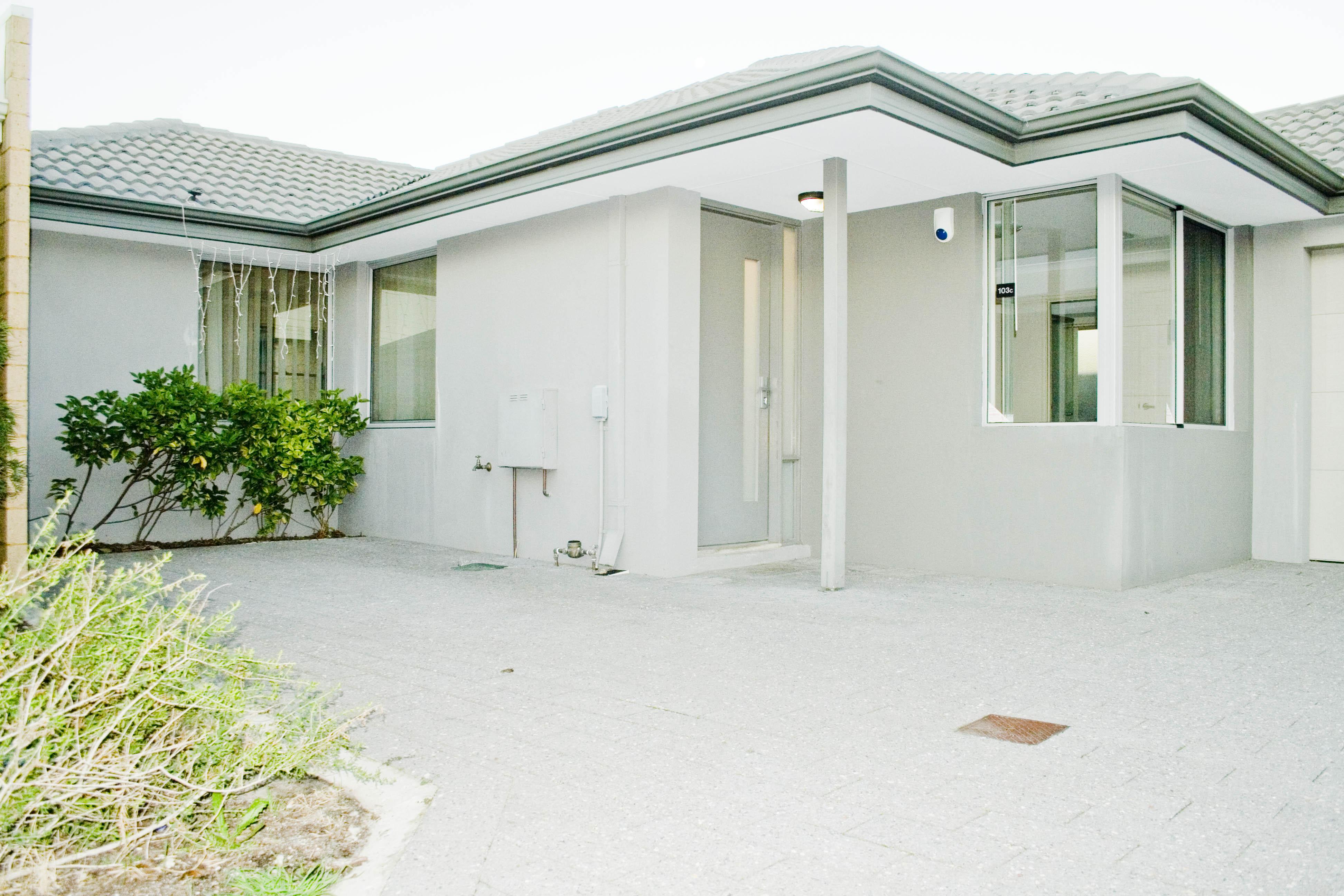 https://propertyphotos.vaultre.com.au/835/17223415__1610416120-27122-IMG3372done.jpg