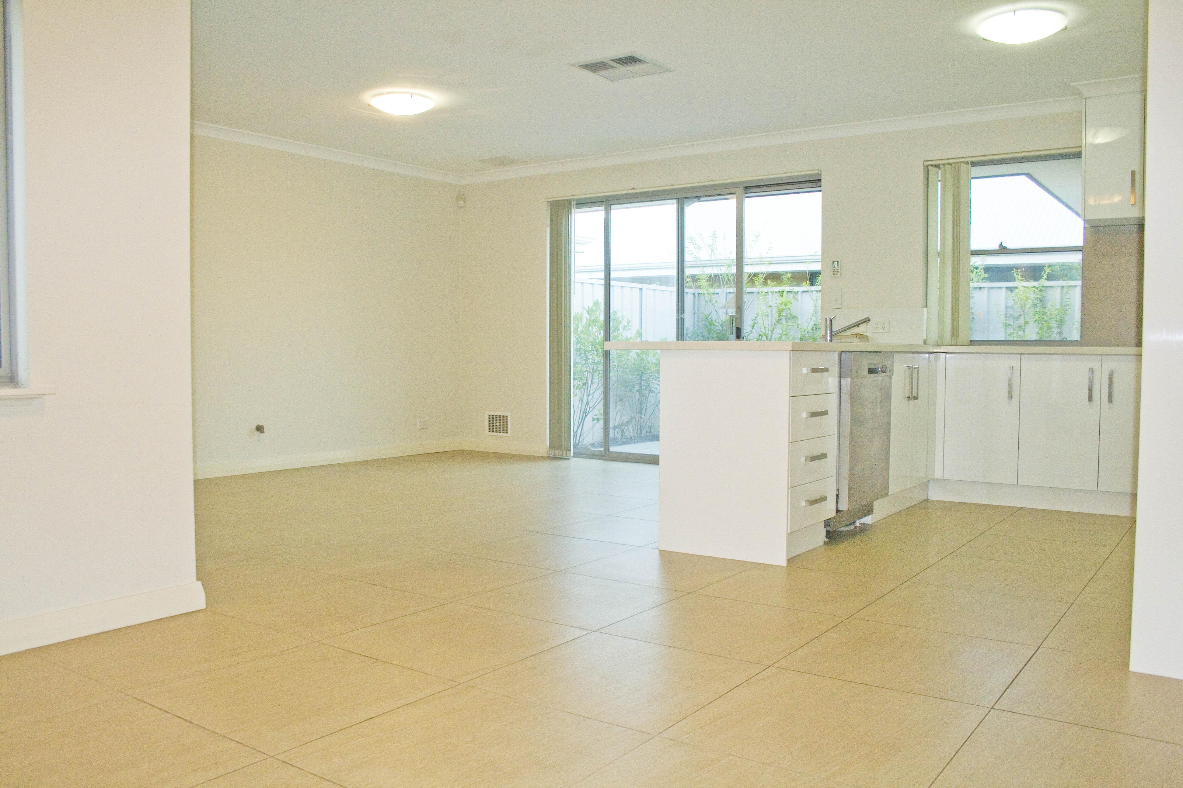 https://propertyphotos.vaultre.com.au/835/17223423__1610416158-27104-IMG3352done.jpg