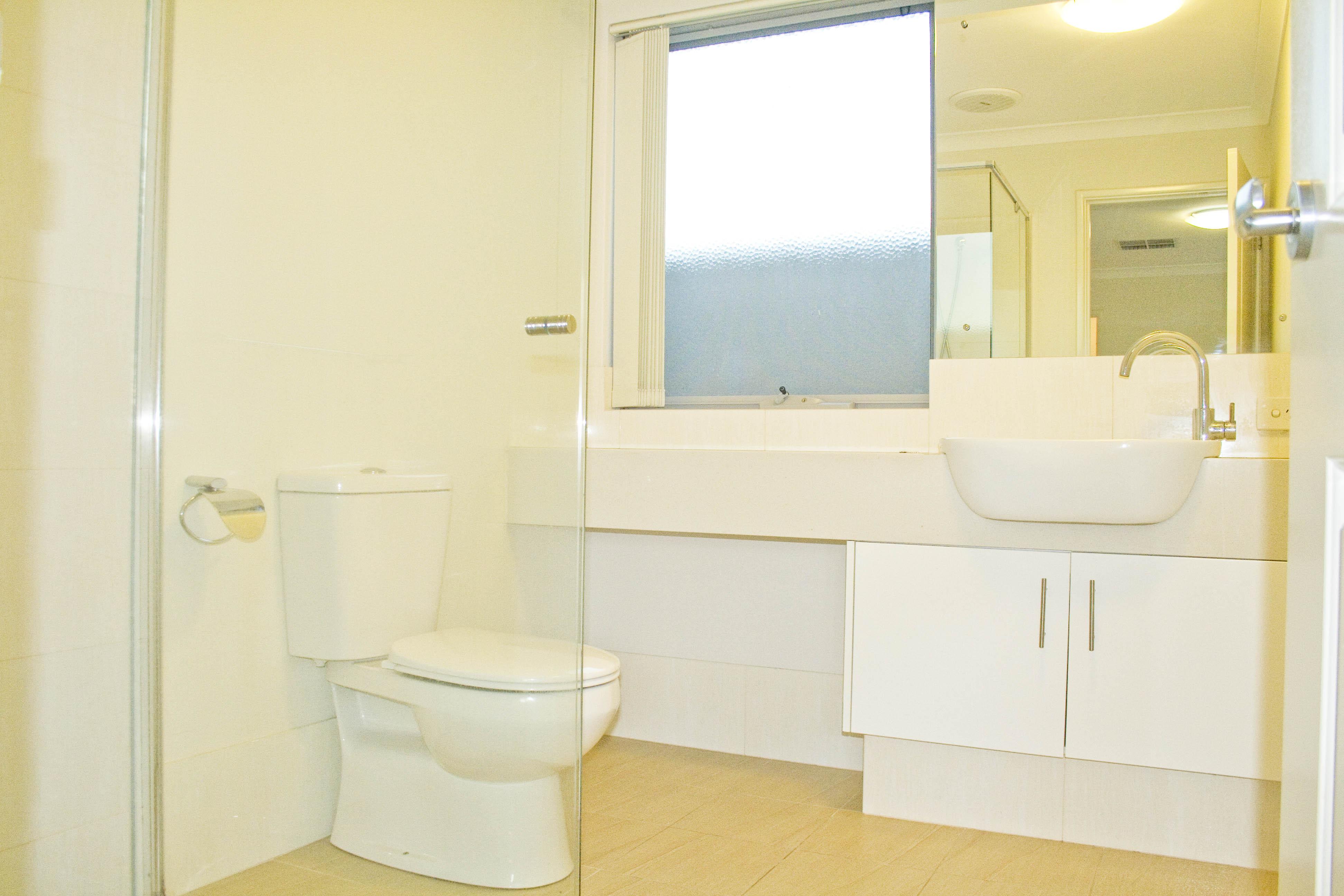 https://propertyphotos.vaultre.com.au/835/17223425__1610416165-1102-IMG3358done.jpg