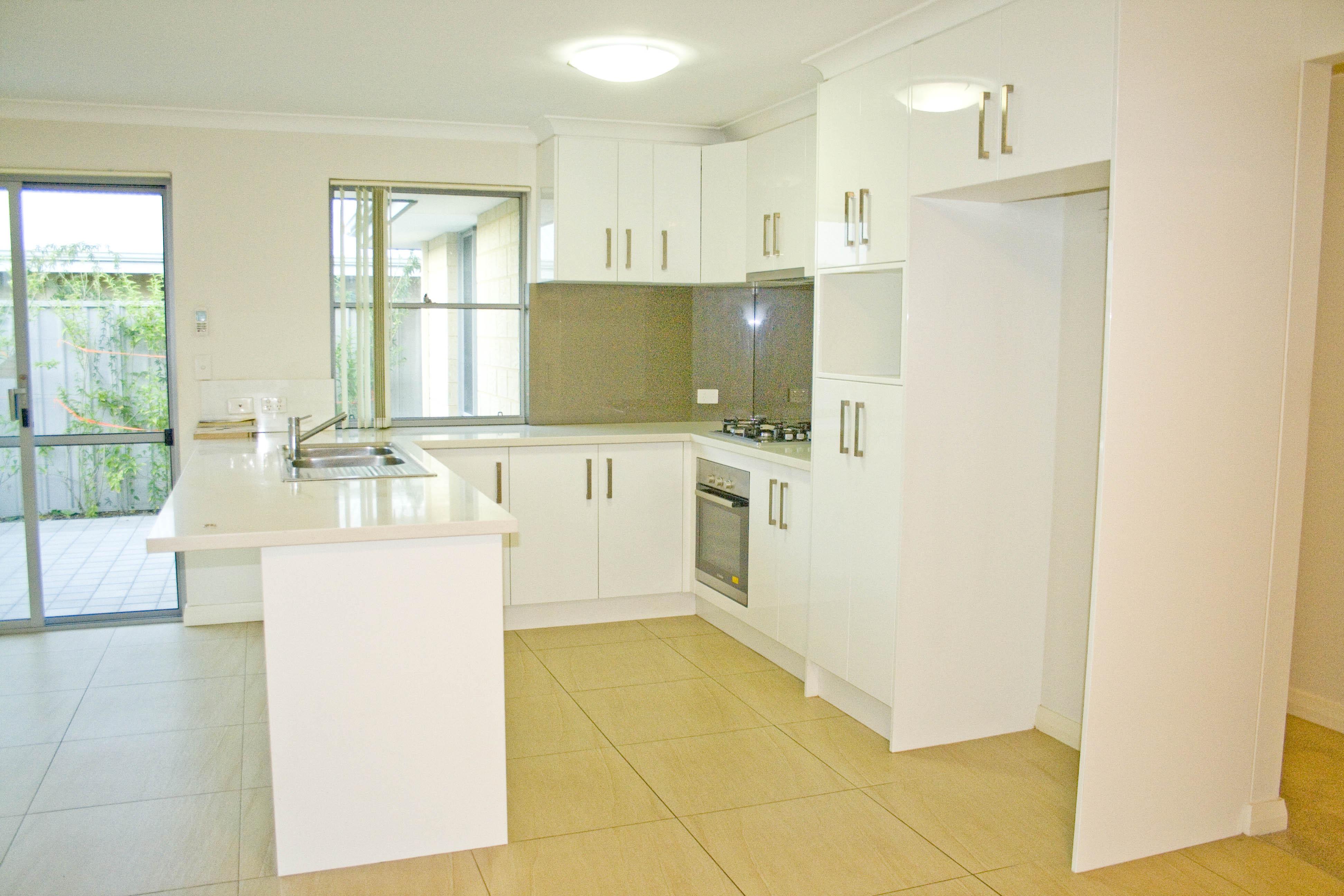 https://propertyphotos.vaultre.com.au/835/17223431__1610416182-27527-IMG3353done.jpg