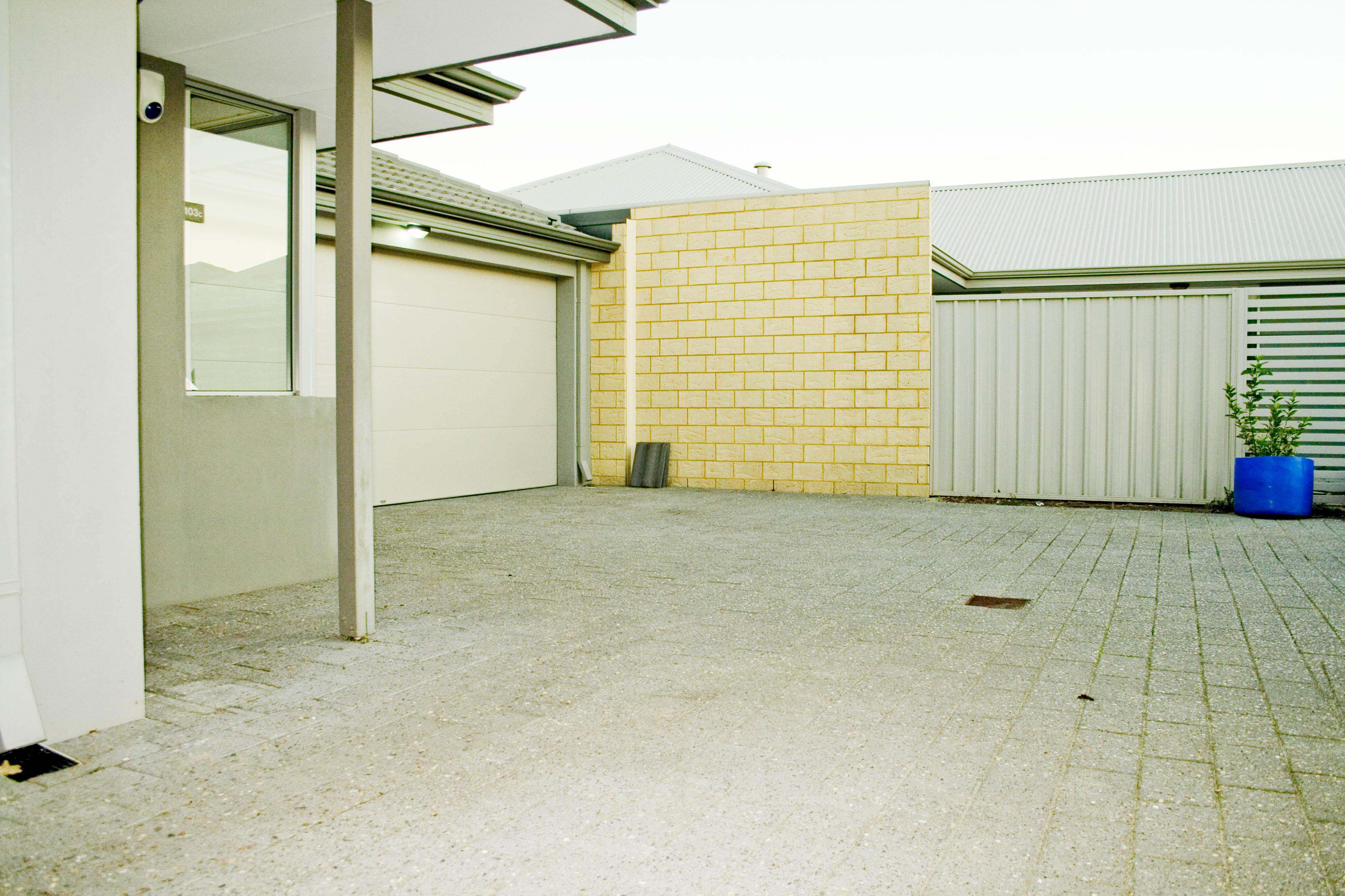 https://propertyphotos.vaultre.com.au/835/17223458__1610416278-27751-IMG3378done.jpg