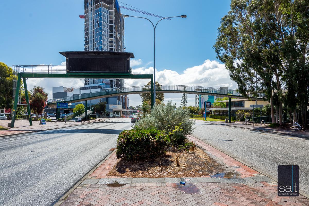 https://propertyphotos.vaultre.com.au/835/1734261__1570422544-5102-901CanningHwyApplecross-24.jpg