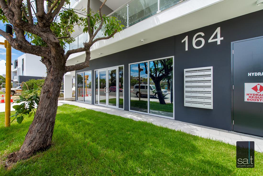 https://propertyphotos.vaultre.com.au/835/1735960__1570507562-16805-164RiseleyStBooragoon-1.jpg