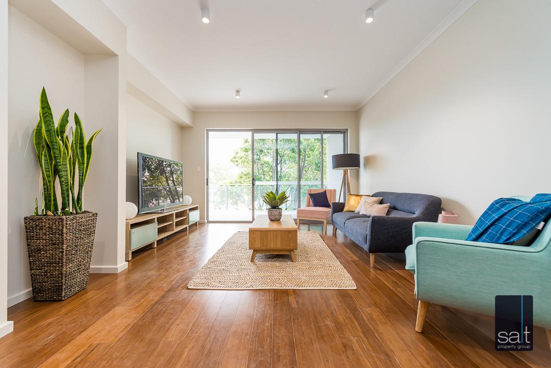 https://propertyphotos.vaultre.com.au/835/1735963__1570507571-16855-164RiseleyStBooragoon-16.jpg