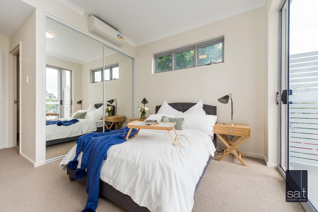 https://propertyphotos.vaultre.com.au/835/1735966__1570507576-16875-164RiseleyStBooragoon-21.jpg