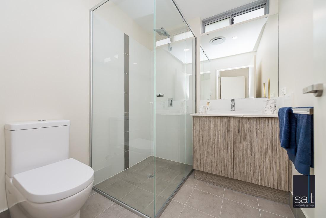 https://propertyphotos.vaultre.com.au/835/1735967__1570507581-16891-164RiseleyStBooragoon-27.jpg