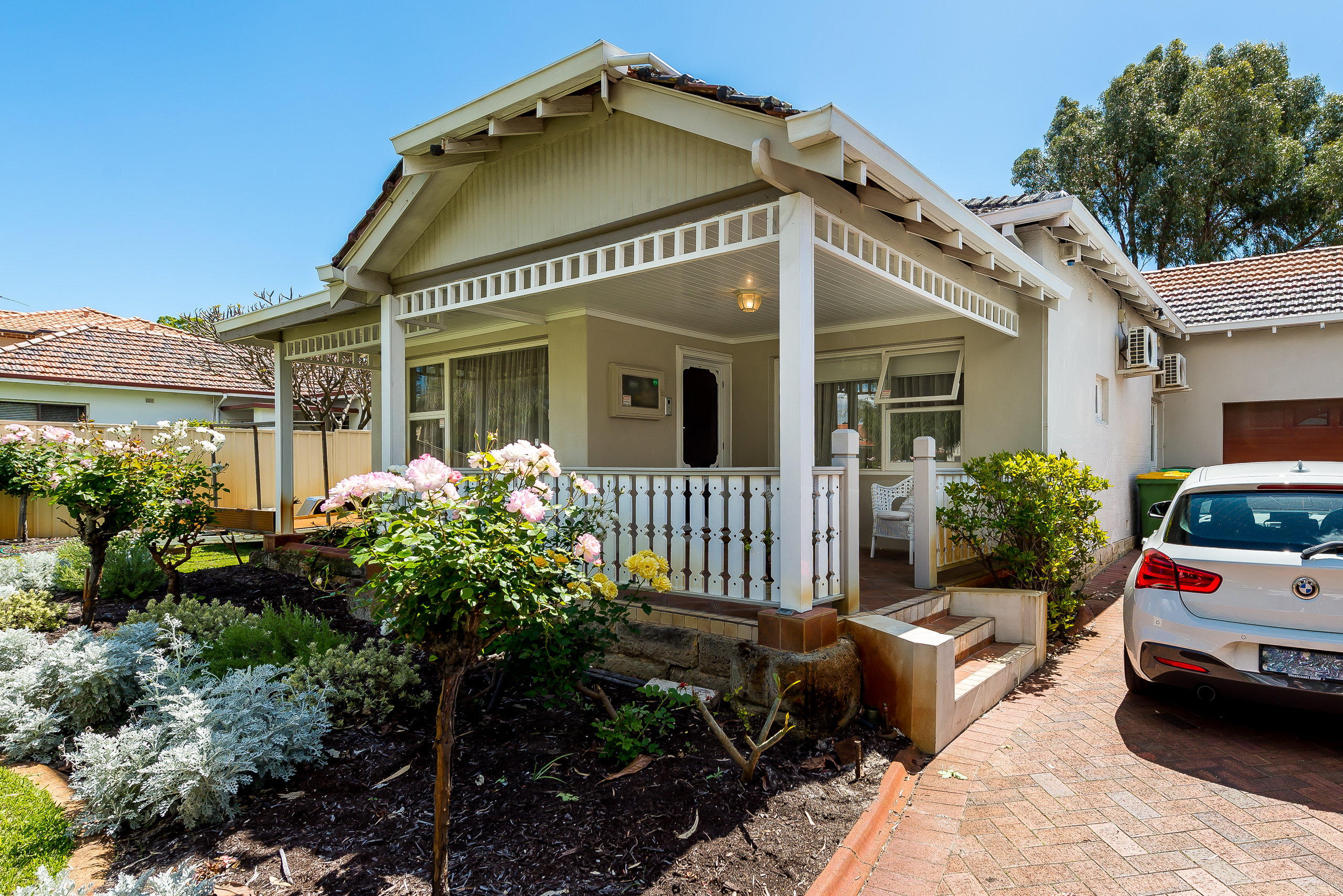https://propertyphotos.vaultre.com.au/835/1750638__1571111183-25259-11WrenStMtPleasant-3.jpg