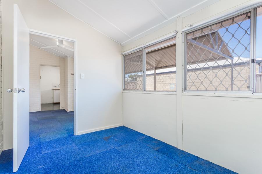 https://propertyphotos.vaultre.com.au/835/17811008__1611123770-24709-IMG0102.jpg