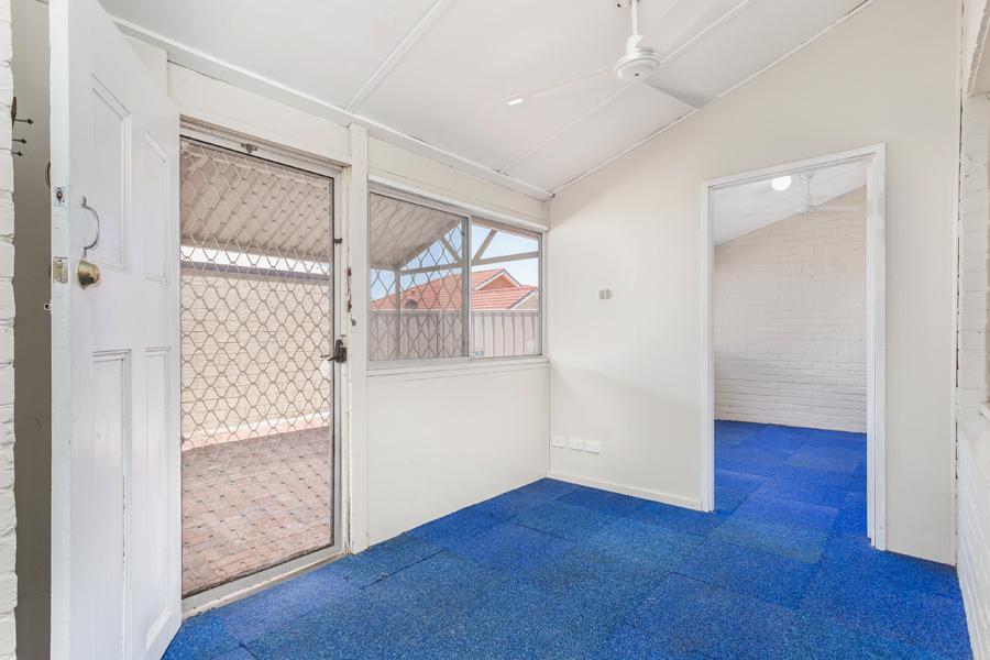 https://propertyphotos.vaultre.com.au/835/17811009__1611123771-23734-IMG0105.jpg