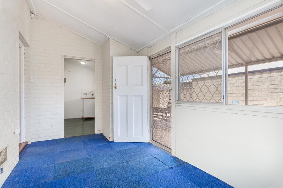 https://propertyphotos.vaultre.com.au/835/17811011__1611123772-10888-IMG0107.jpg