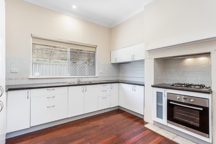 https://propertyphotos.vaultre.com.au/835/17811014__1611123775-10897-IMG0113.jpg