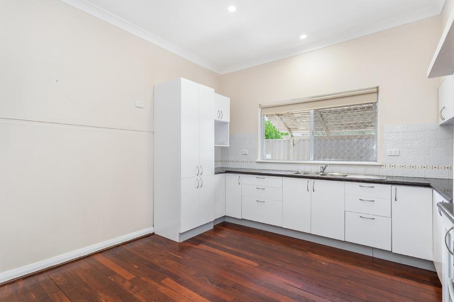 https://propertyphotos.vaultre.com.au/835/17811015__1611123776-28031-IMG0116.jpg